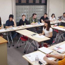 悪質な学校排除できるか(日本語学校「インターカルト」で授業を受ける留学生)