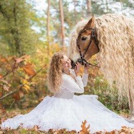 まるでラプンツェル! 髪の長~い馬がインスタで大人気