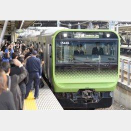 自動運転する「E235系」/(C)日刊ゲンダイ