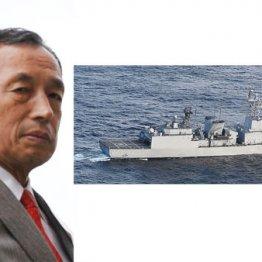 レーダーを照射した韓国海軍の駆逐艦(左は、田母神元幕僚長)