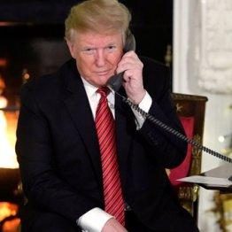ホワイトハウスで「サンタクロース追跡作戦」の電話対応をするトランプ大統領
