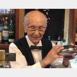 日本最高齢のバーテンダーの井山計一氏(C)日刊ゲンダイ