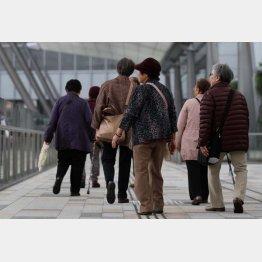 日本の老人人口はまもなく人口の30%に到達する(C)日刊ゲンダイ