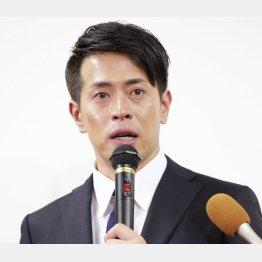 涙ながらに謝罪した友井雄亮(C)日刊ゲンダイ