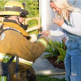 """プロポーズのために…米消防士が火事の""""ドッキリ""""で賛否両論"""