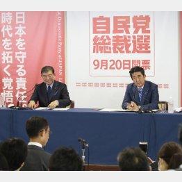 総裁選では「賃金上昇」を猛アピールした安倍首相(右)/(C)日刊ゲンダイ
