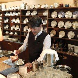 神田「高山珈琲」土日祝は休み、店は路地裏でも人気のワケ