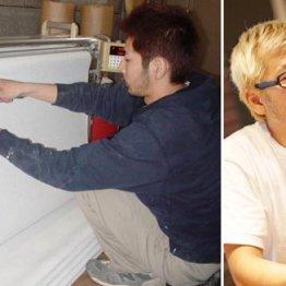 壁紙職人時代の濱本社長(左・提供写真)
