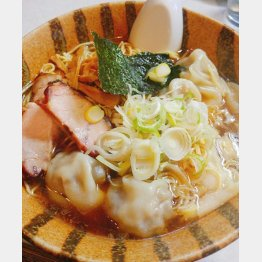 ワンタンメン(950円)(提供写真)