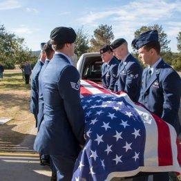 身寄りのない孤独な退役軍人の葬儀に数千人が参列したワケ