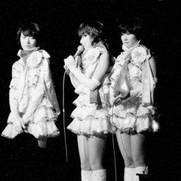 1977年7月、「普通の女の子に戻りたい」と引退宣言したキャンディーズ(後楽園球場での「サヨナラ公演」)/