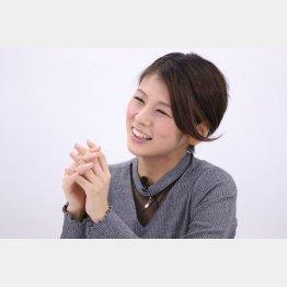 「子供が大好き」と小阪有花さん(C)日刊ゲンダイ