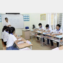 日本語を学ぶベトナムの若者ら(C)共同通信社