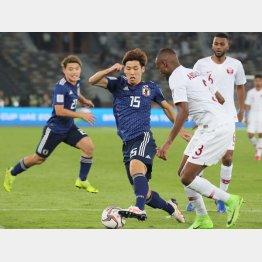 アジアカップ決勝で奮闘するFW大迫(C)NORIO ROKUKAWA/Office La Strada