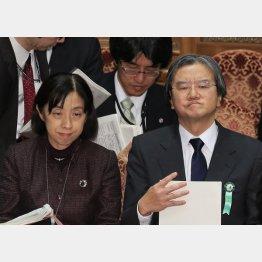 何でも言いなり(左から厚労省の定塚官房長、大西前政策統括官)(C)日刊ゲンダイ