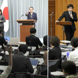 会見で、挙手する東京新聞記者を指名する菅官房長官=左、質問中の同記者に注意を促す上村秀紀報道室長