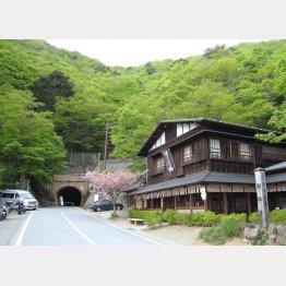 山梨県富士河口湖町、笛吹市の「旧御坂トンネル」/(提供写真)