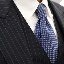 ネクタイの正しい結び方を覚えて…時には無造作感を演出も