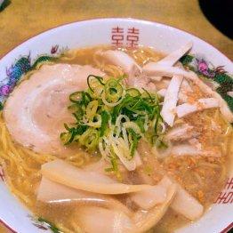 敦賀市の有名屋台「赤天ラーメン」のほっこり豚骨醤油味