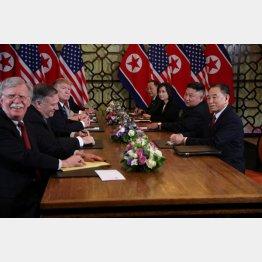 対北強硬派のボルトン氏(左)は満面の笑み(C)ロイター/Leah Millis
