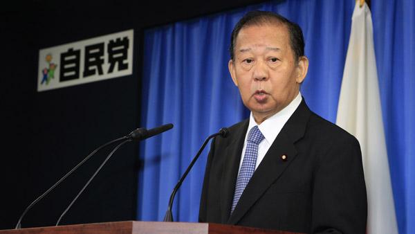 官邸へのあてつけ(二階俊博自民党幹事長)/(C)日刊ゲンダイ