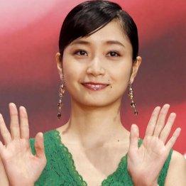朝ドラで存在感 元乃木坂46深川麻衣は女優で大成できるか