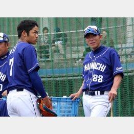 中日・根尾(左)の育成も期待されている荒木コーチ/(C)日刊ゲンダイ