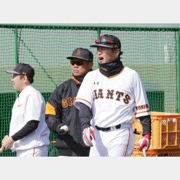 ノックも三塁コーチも「全部難しい」と、元木コーチ/(C)日刊ゲンダイ