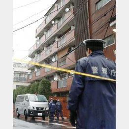 東京・江東区で、高齢女性が手足を縛られ死亡しているのが見つかった現場のマンション(C)共同通信社