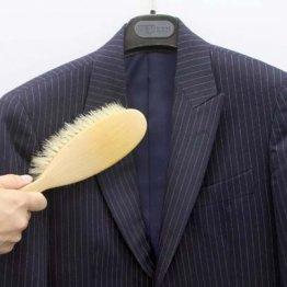 スーツはクリーニングより日頃のメンテナンスが大事