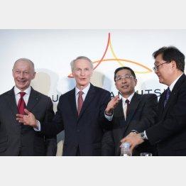 (左から)ルノーのティエリー・ボロレCEO、ジャンドミニク・スナール会長、日産自動車の西川広人社長兼CEO、三菱自動車の益子修会長兼CEO(C)日刊ゲンダイ