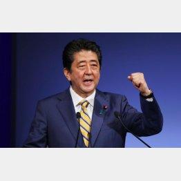 安倍首相は日本の危機などどこ吹く風(C)日刊ゲンダイ