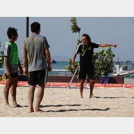 アジア選手権で選手にゲキを飛ばすラモス監督(C)Norio ROKUKAWA/Office La Strada