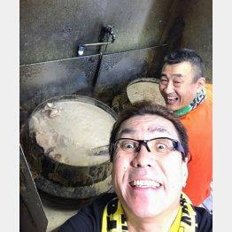 「ずんだれ魁龍ラーメン」、後方が店主の森山さん(提供写真)