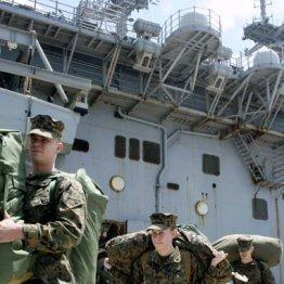 東日本大震災の被災地を支援する「トモダチ作戦」の任務を終え、沖縄に帰還した米海兵隊員(2011年4月、沖縄県うるま市のホワイトビーチ)