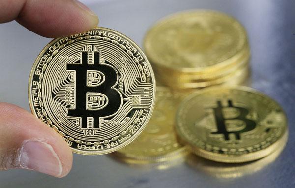 乱高下するビットコイン価格(C)日刊ゲンダイ
