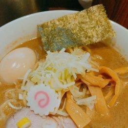 西新宿「俺の麺 春道」の豚骨鶏魚介スープでぜいたく気分