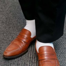 基本に立ち返り…新入社員に正しいスーツの着方を継承する