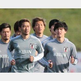 横並びでランニングするMF南野(右)とMF香川(C)Norio ROKUKAWA/office La Strada