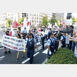 日本でも排外主義者が…(C)共同通信社