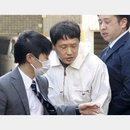 赤羽署に入る藤井容疑者(C)共同通信社