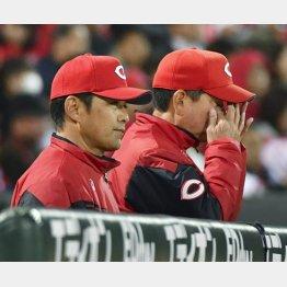 渋い表情の緒方監督(左)(C)共同通信社