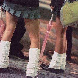 女子高生のスカート丈は景気とリンク 令和は長いor短い?