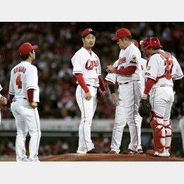 岡田投手は6失点でKO(C)共同通信社