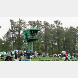 コース内に常設されているテレビ中継塔(提供写真)