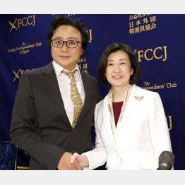 久美子社長(右)とハイラインズの陳社長(C)日刊ゲンダイ
