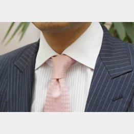 クレリックカラーシャツ(C)日刊ゲンダイ