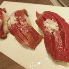 厚切りハツの肉寿司が絶品な「九州和牛 焼き肉りんご」