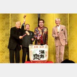 (左から)服部幸應さん、麹谷宏さん、本人、きたやまおさむさん(提供写真)