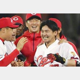 19日のDeNA戦は会沢のサヨナラ打で今季初の連勝(C)共同通信社